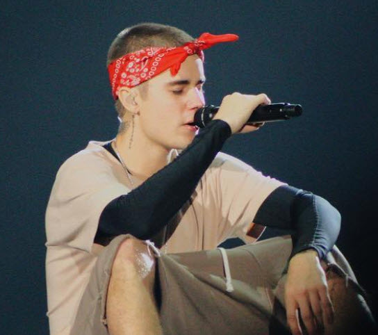 Justin bieber plays where are you now with philly fans and for Justin bieber eye tattoo