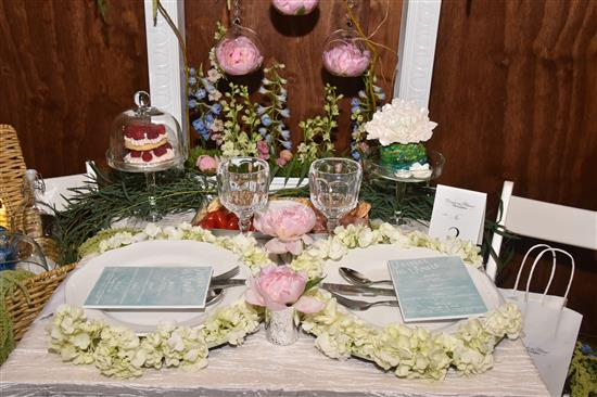 table & Ideas For Table Settings for Diner en Blanc | Philly Chit Chat